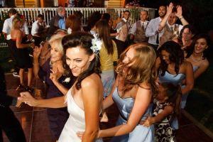 backyard-wedding-dancing