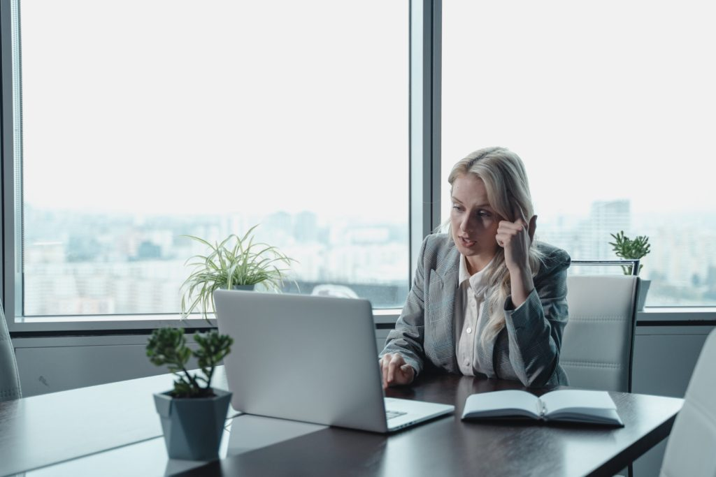 Image of a woman working in an office representing the high power job Heather held as a marketing executive, which came with a lot of stress.