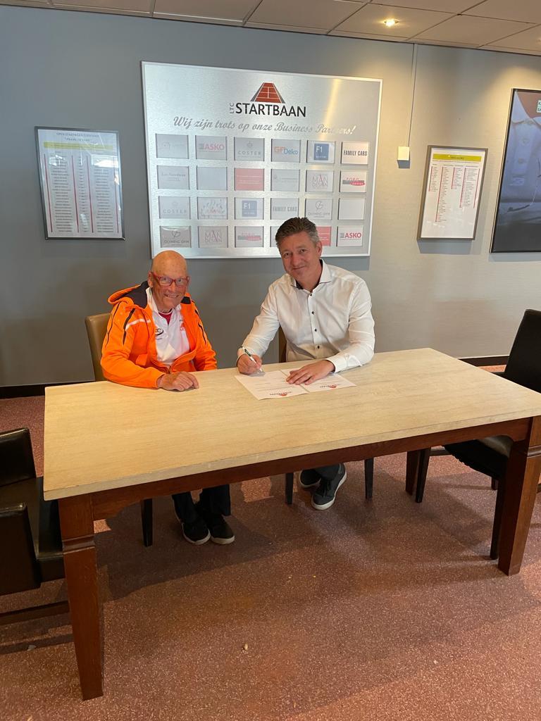 Frans en Hans bekrachtigen de 3 jarige contractverlenging
