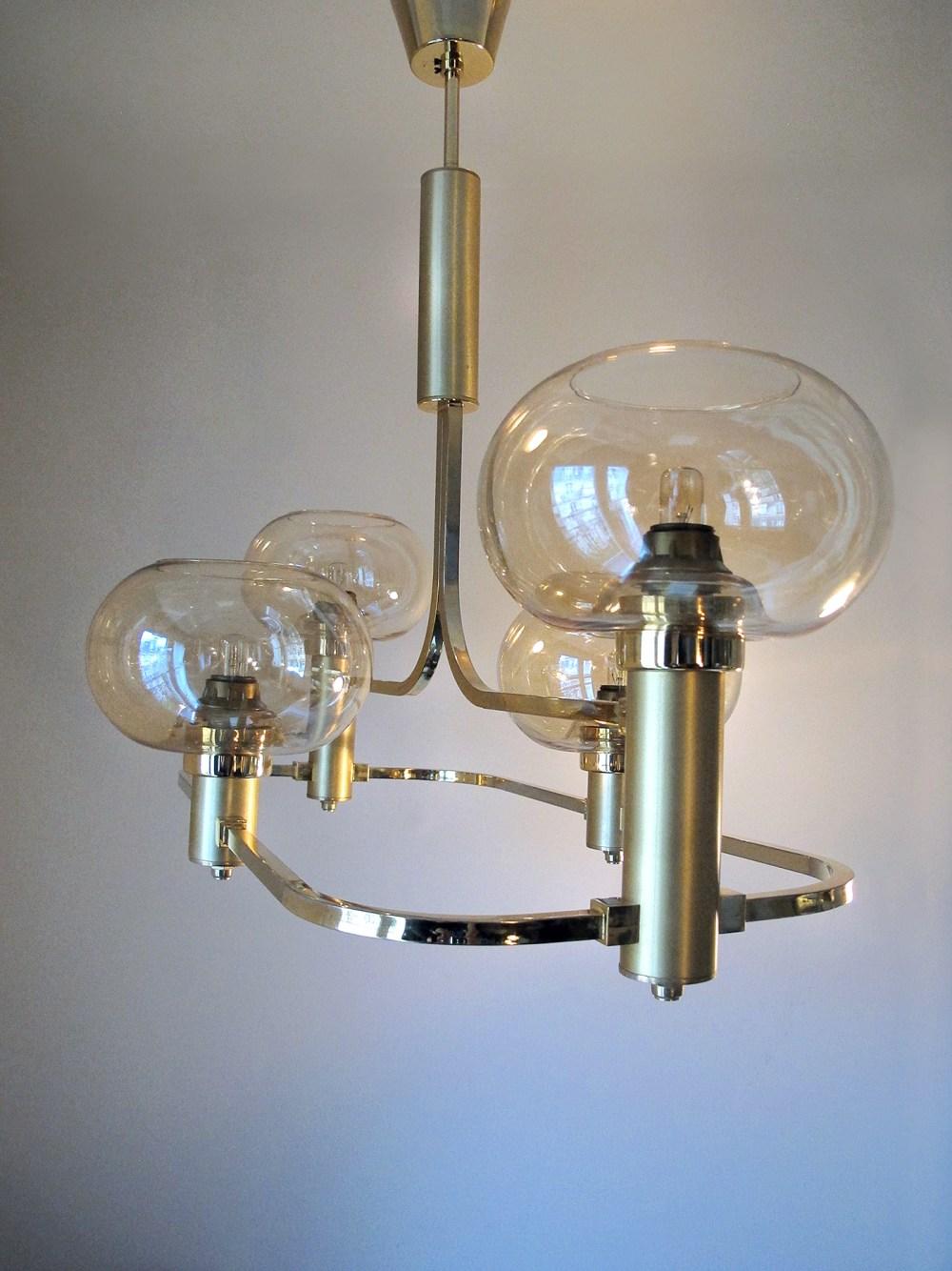 lustre vintage doré, laiton, et verres fumés. lustre, suspension 1970