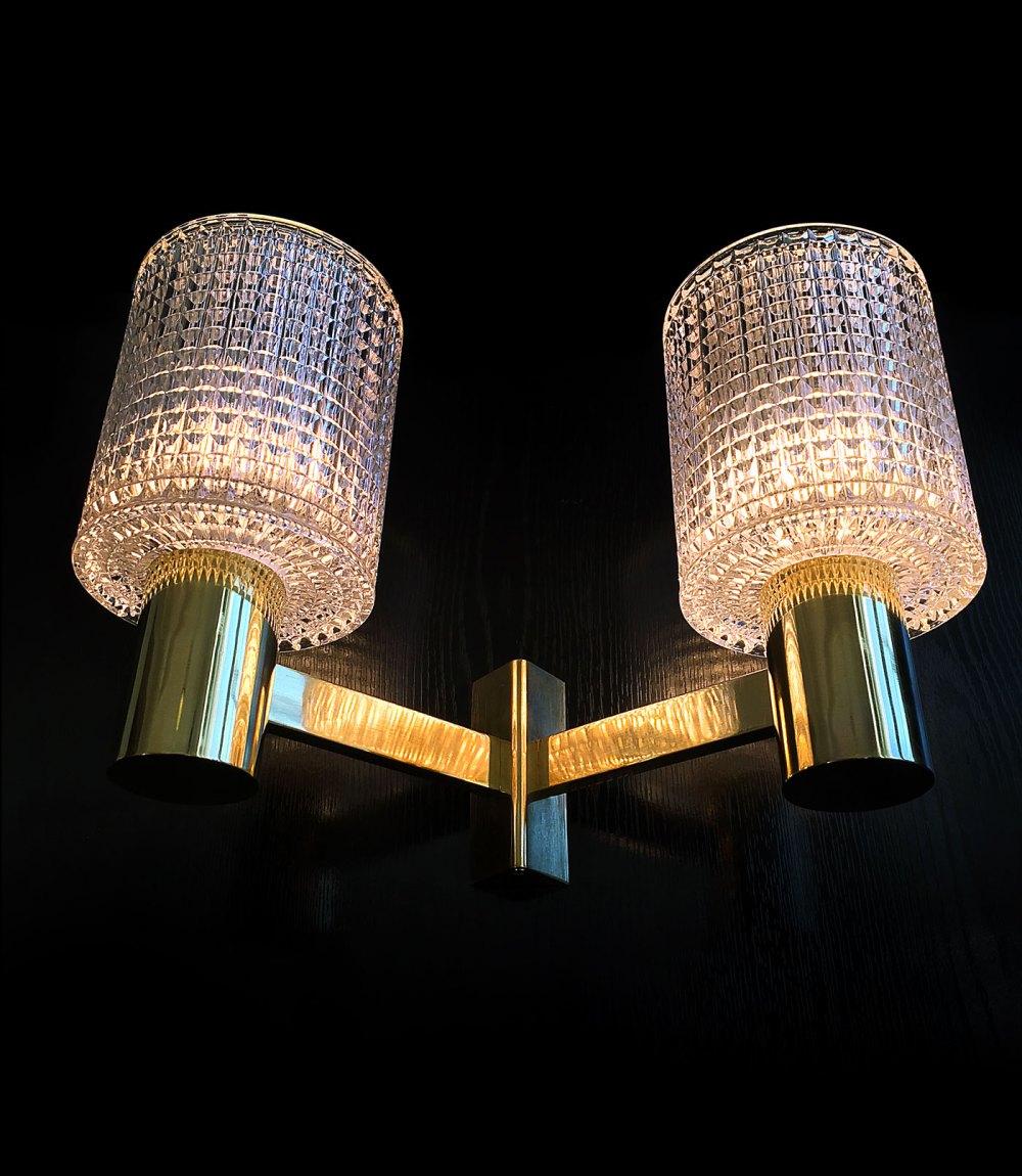 Applique scandinave Carl Fagerlund en laiton et cristal 1960. Une référence du design scandinave. En vente chez ltgmood galerie de luminaires vintage à Paris