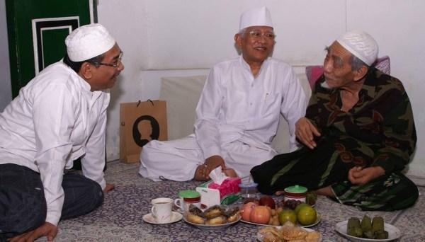 Gus Yahya: Dunia Kehilangan Pengayom Rohani dari Mbah Maimoen Zubair