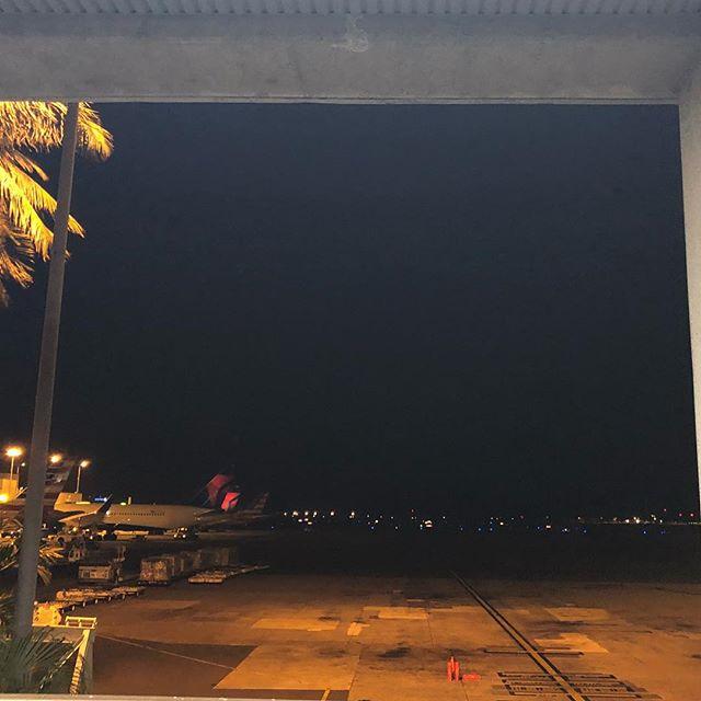 ハワイ・夜のホノルル空港