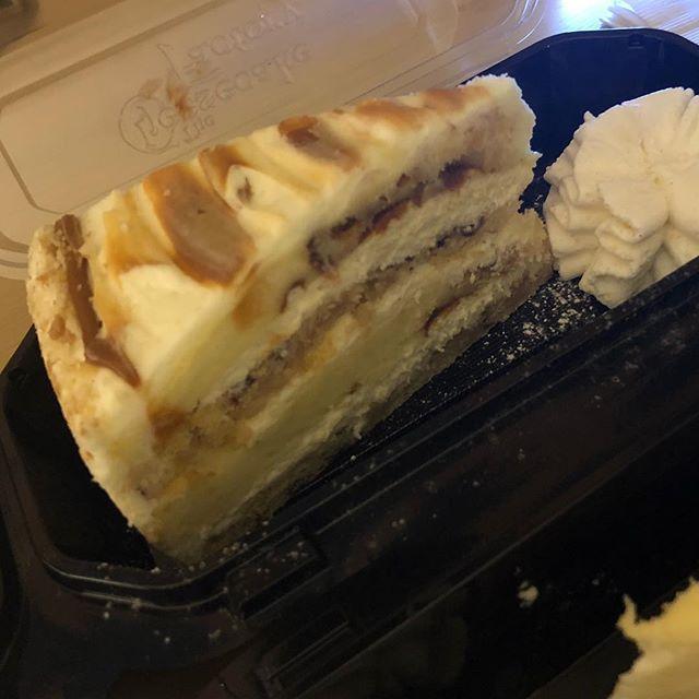 ハワイ・チーズケーキファクトリー シナボンコラボチーズケーキ