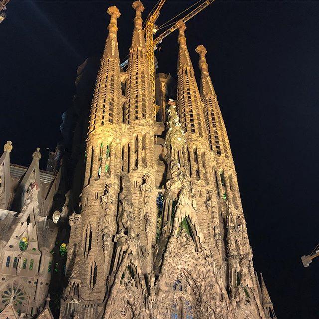 バルセロナ・夜のサグラダファミリア