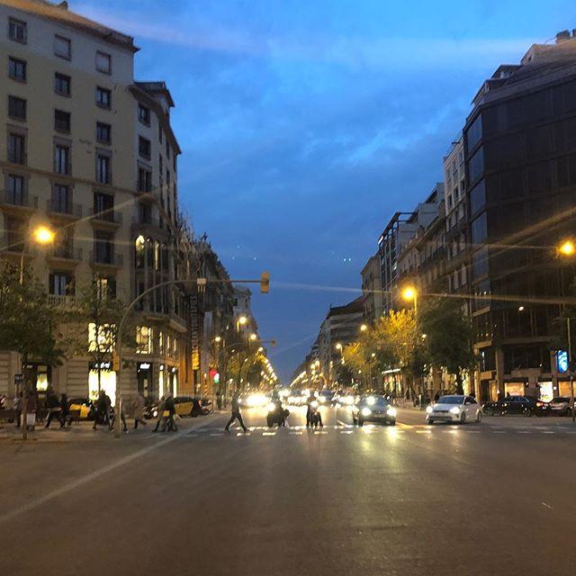 夕暮れ時のバルセロナの街並み