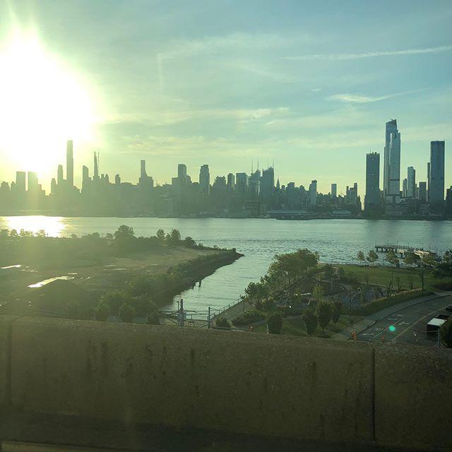 ニューヨーク・朝のマンハッタン
