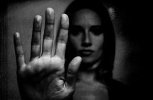 Üvegplafon: Abúzív-e vagy? ♂ ♀ a hatalommal való visszaélés módozatai