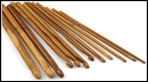 agulha de bambu 300x167 - TAPETES DE BARBANTE PARA INICIANTES: COMO FAZER O BÁSICO PASSO A PASSO