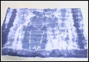 blusa pintada3 300x210 - FAÇA VOCÊ MESMA UMA TRANSFORMAÇÃO EM SUAS ROUPAS