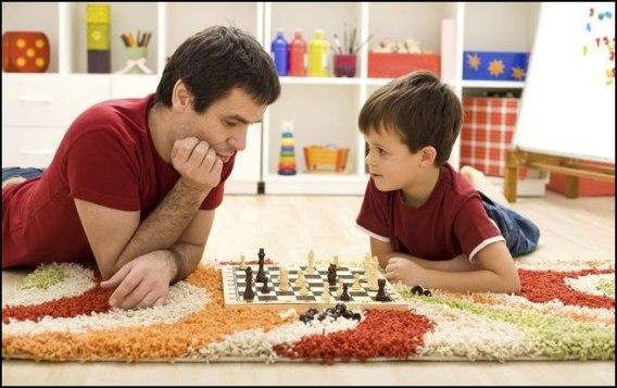 crianças brincando com a familia 1 - COMO ESCOLHER O BRINQUEDO PARA O DIA DAS CRIANÇAS
