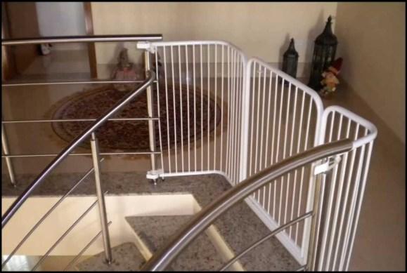 portao de segurança na escada - DICAS DE SEGURANÇA PARA A PREVENÇÃO DE ACIDENTES COM AS CRIANÇAS