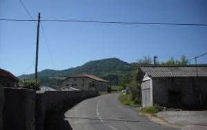 Monte Txibiarte y caseríos cercanos