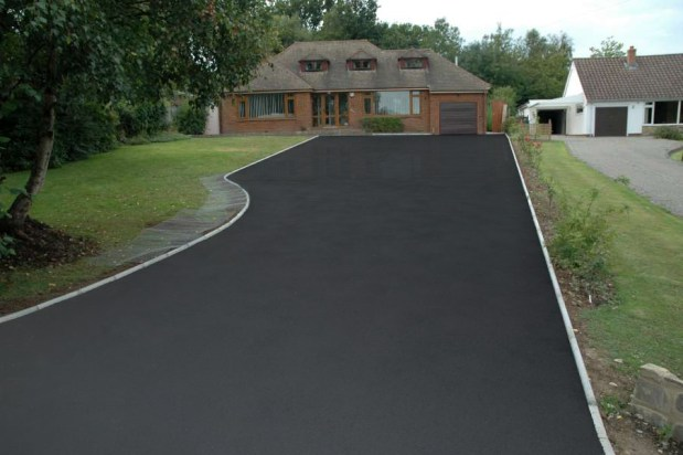 How to seal a driveway and make it look new