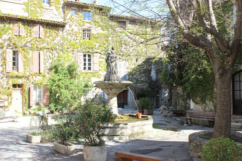 Place de Saignon
