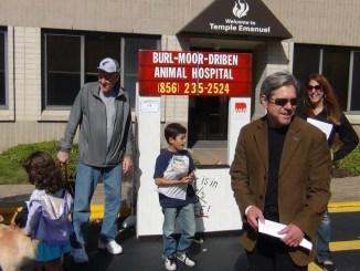 Rabbi David prepares to bless pets at Temple Emanuel