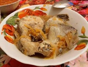 Лосось тушеный с овощами (по -монастырски)