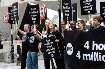 വാക്സിനെ അനുകൂലിച്ചുകൊണ്ട് 2011ൽ ലണ്ടനിൽ നടന്ന പ്രകടനം. കടപ്പാട് : UK Department for International Development