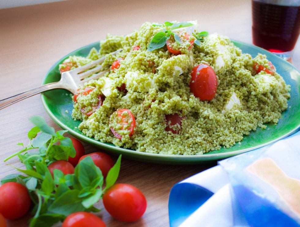 Salada de couscous ao pesto e tomate cereja com mozzarella 2