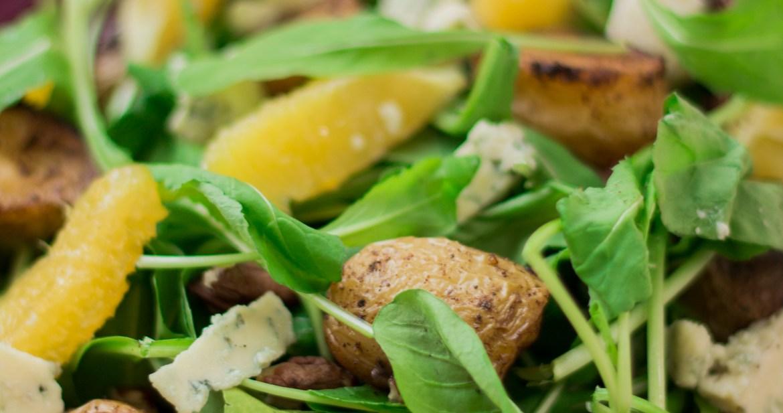 Salada de rúcula com batata e laranja2