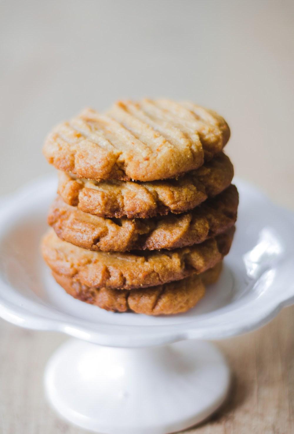Cookie de manteiga de amendoim com 3 ingredientes! Sim, você leu certo!