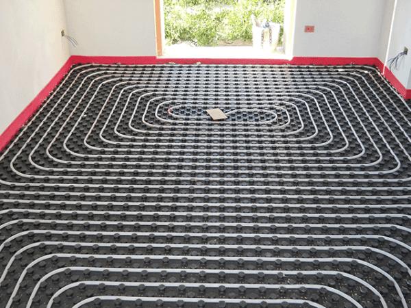 il sistema radiante a pavimento, prima del getto del massetto