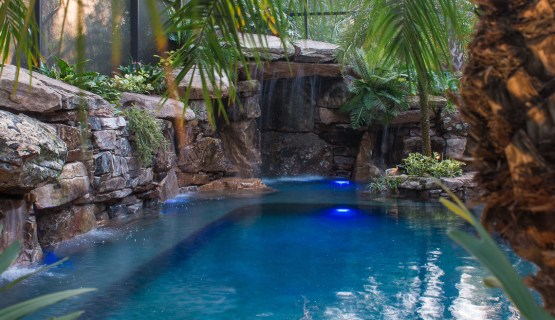 Large Grotto and in pool seating