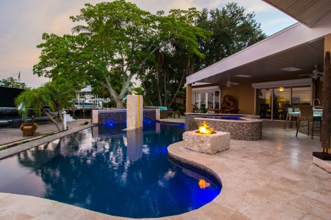 Monolith, FIre Pit and Spa