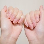 指先の爪の周りの皮が硬い時に柔らかくするには ささくれを治すケアや取り方について