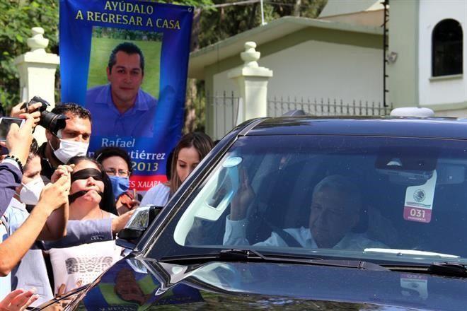 Reclaman a AMLO: sólo atiendes a la mamá del Chapo