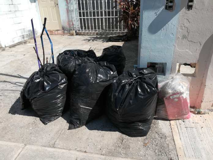 Luchan en Cancún contra el Covid-19 y contra la basura