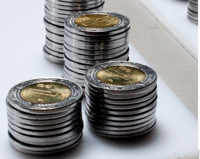 Destaca FMI al peso mexicano por pérdida de valor