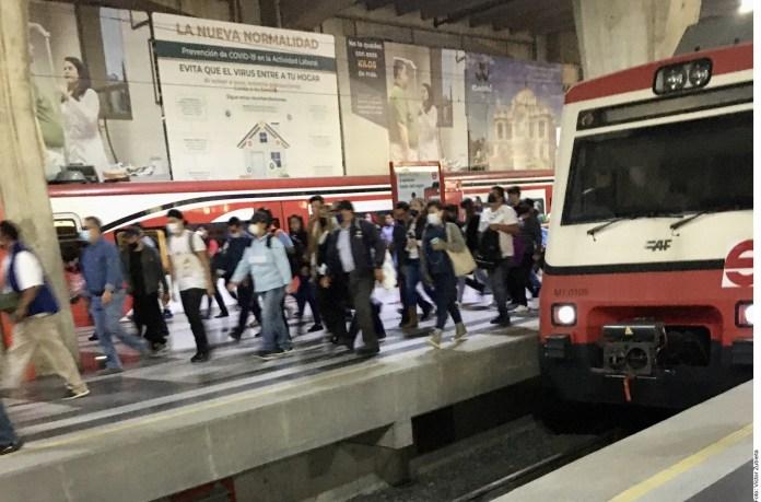 Se trasladan sin sana distancia en Mexibús y Tren