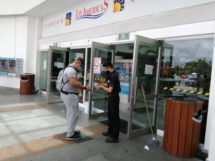 Anhelan plazas comerciales el semáforo amarillo en Cancún