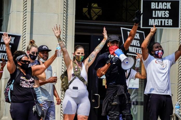 Crece ira en Estados Unidos por racismo