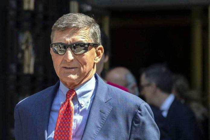 Indulta Trump a ex asesor que mintió en trama rusa