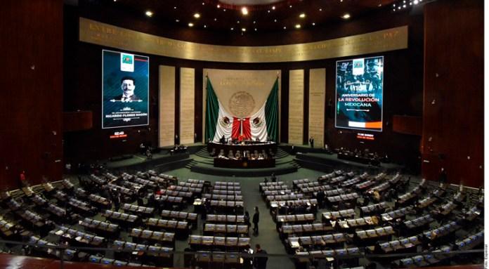 Respaldan diputados tope a comisiones de Afores