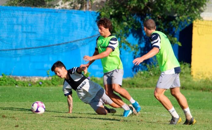 Apuesta Cancún FC por el uruguayo Nicolás Lugano