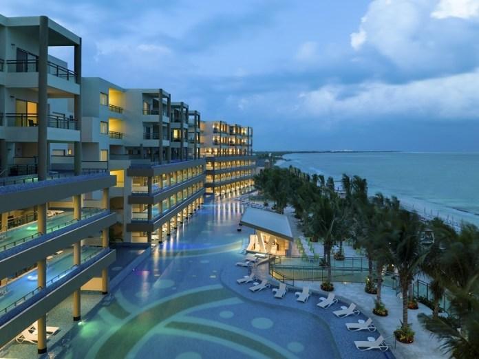 """Premian a prestadores turísticos con """"Cancún Tiene Estrella"""""""
