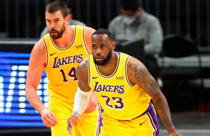 Adaptan Lakers su juego ante la baja de Anthony Davis