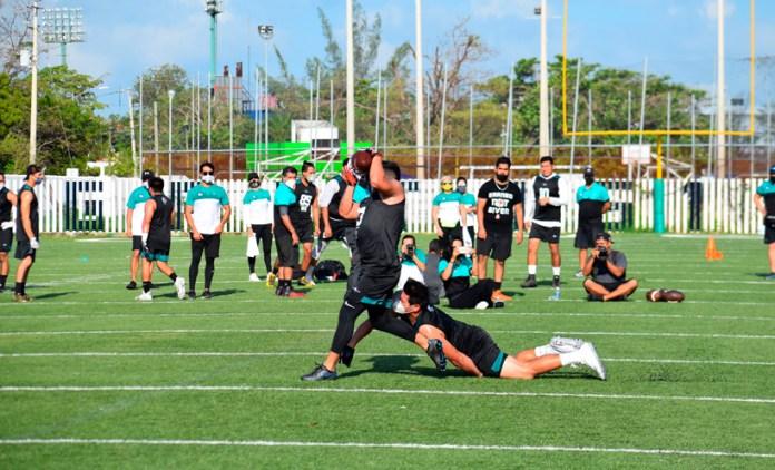 Tiburones de Cancún cortan a entrenador en jefe