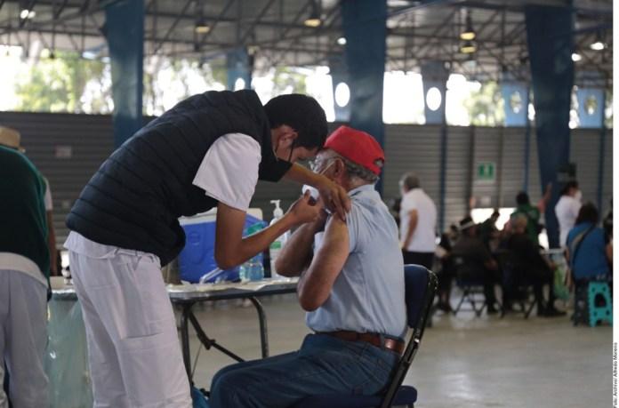 Descartan por vacunas muerte de gente mayor