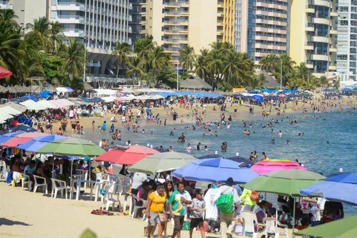 Abarrotan playas en inicio de Semana Santa