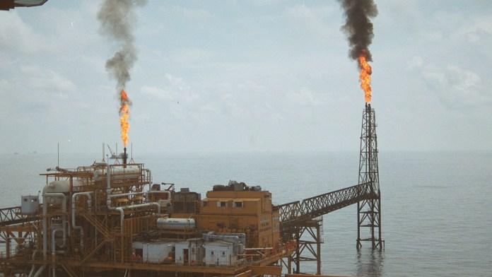 Evalúan con OPEP+ meta de producción