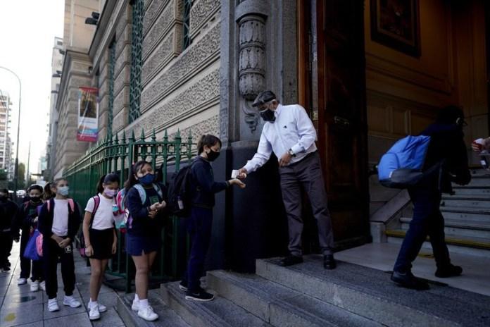 Aumenta conflicto en Argentina por cierre de escuelas