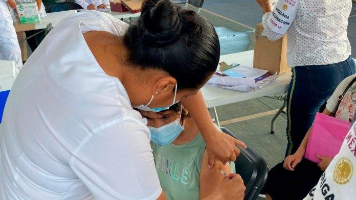 Aceleran vacunación en QR y BC por picos