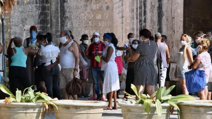 Reparten donaciones a familias cubanas