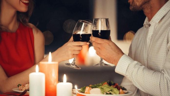 Permiten una hora más de servicio a restaurantes
