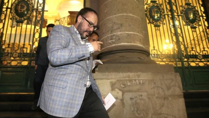 Acumula millones Mauricio Toledo; frenan su juicio en Congreso