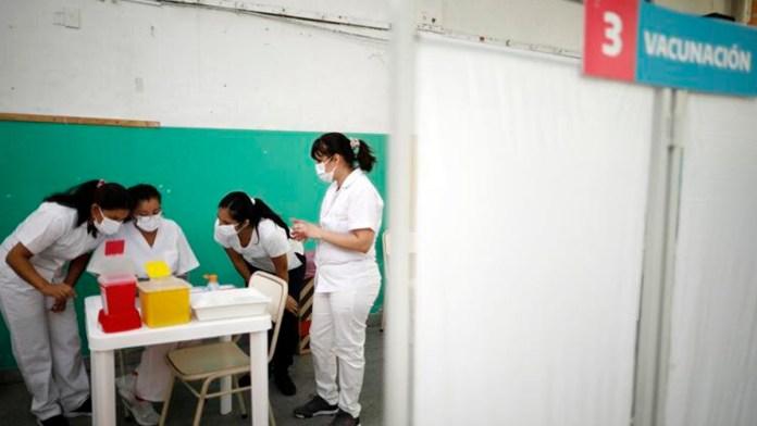 Probarán en Argentina combinación de vacunas contra Covid-19